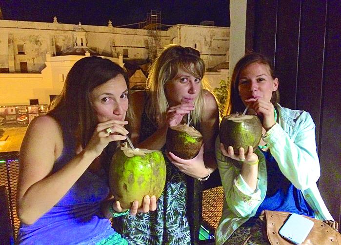 B10 PUERTO RICO coconuts bar