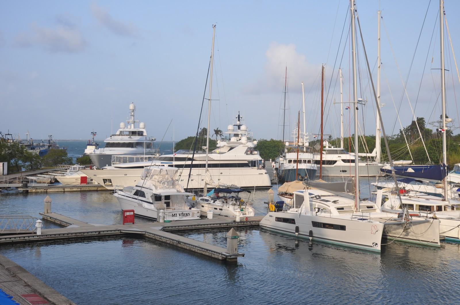 Shelter Bay Big Yachts