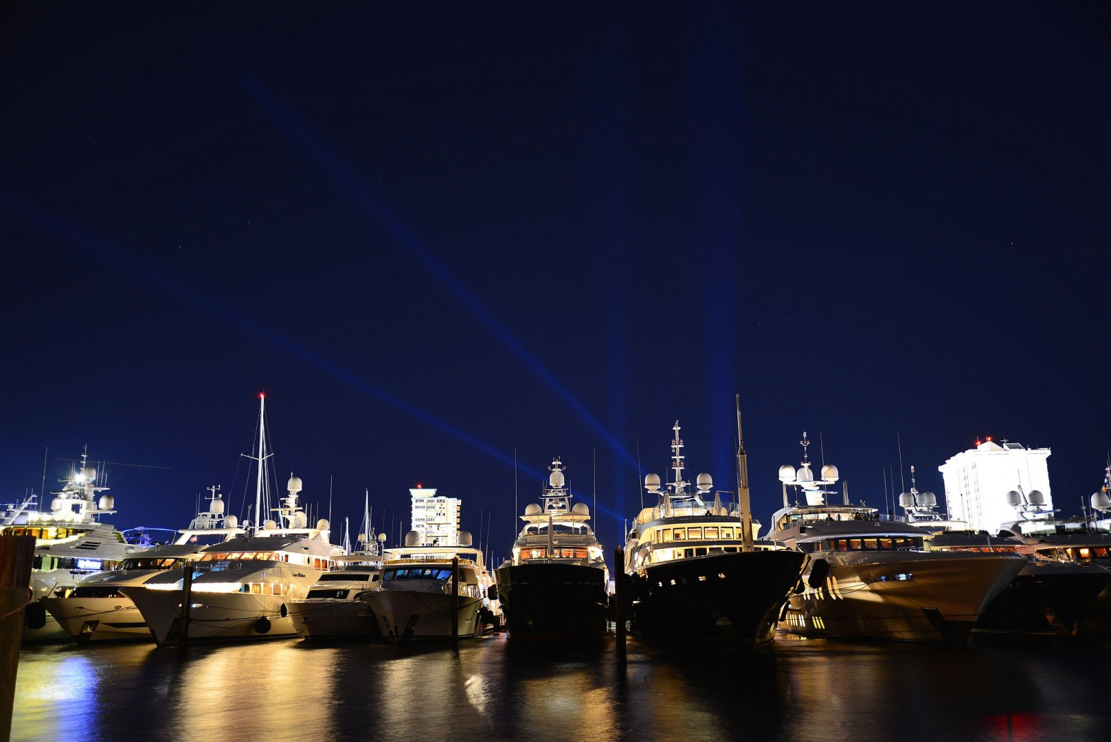 STOCK-backlight-night-yachtFLIBS