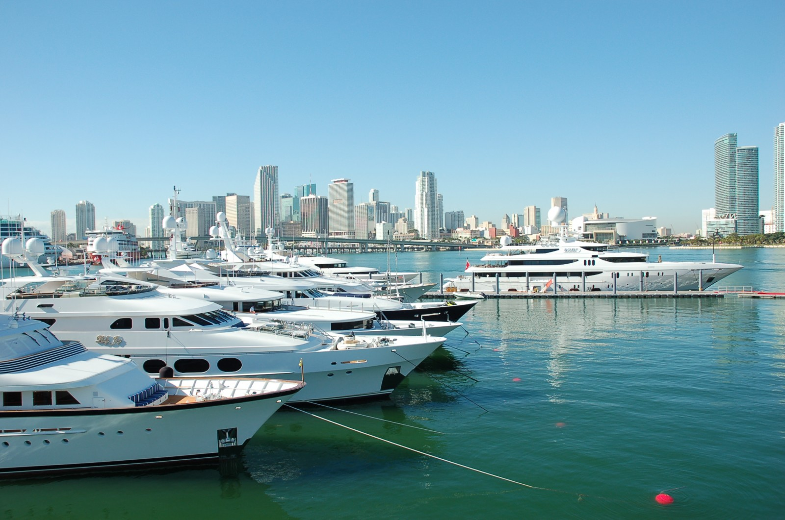 Many Of The Largest Yachts At This Year S Miami Beach Are Deep Harbour On Watson Island Photo Dorie