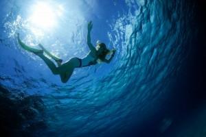 Stew Aleksandra Tarka takes a much needed vacay in the Bahamas. Her friend snapped this frame of Tarka enjoying a swim.
