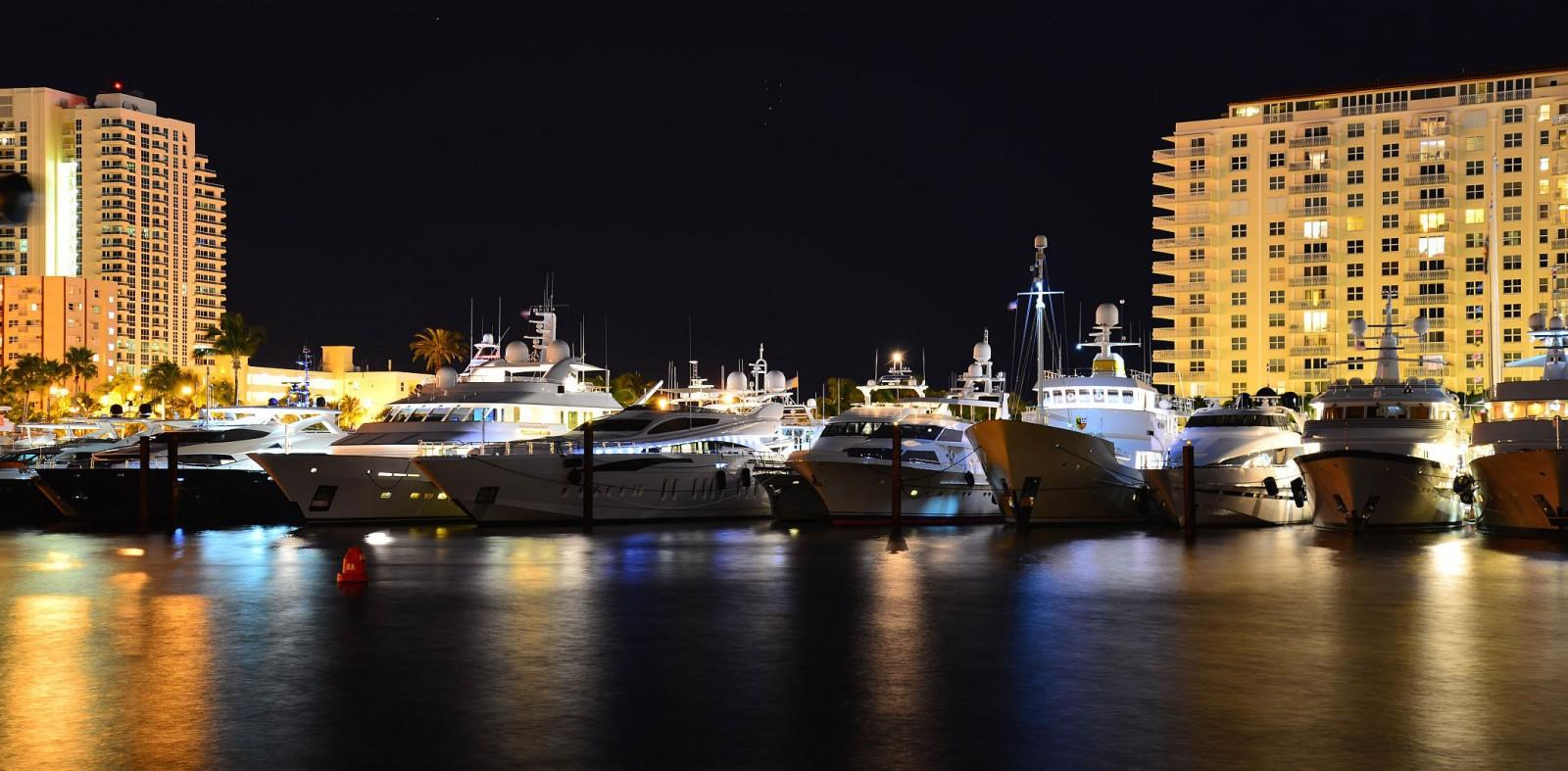 STOCK-8-white-yachts-yellow FLIBS
