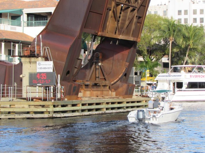Shipyards, towboats and marine businesses go to court over New River closure
