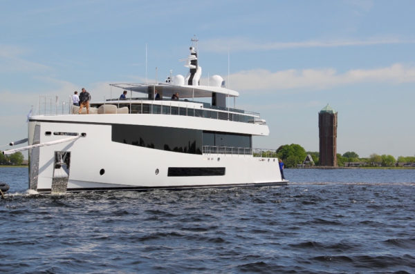 Feadship launches M/Y CID