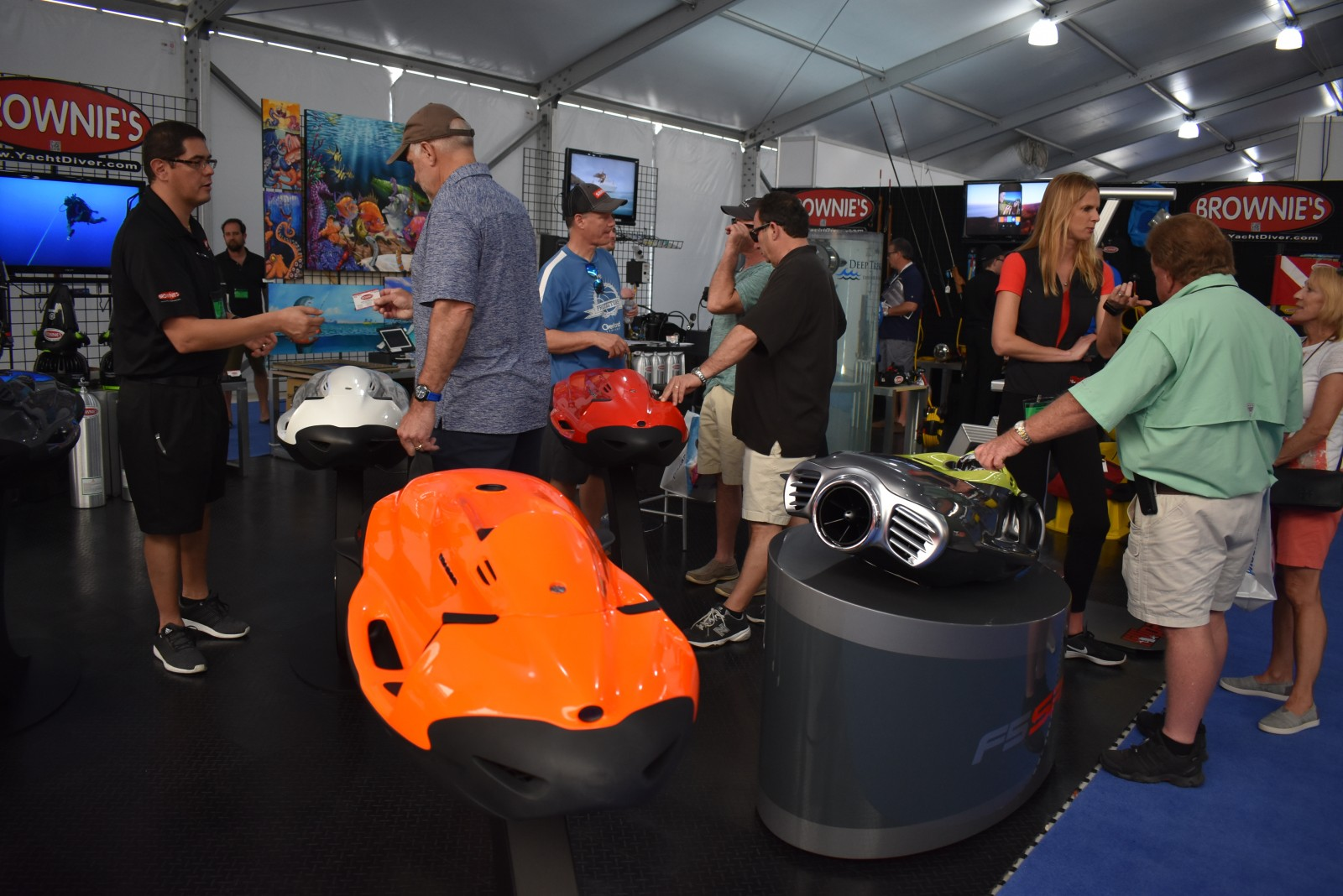 Miami18: Vendors, public turn out for manufacturer show