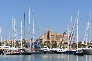 Video of yacht crew at work during Palma International Boat Show