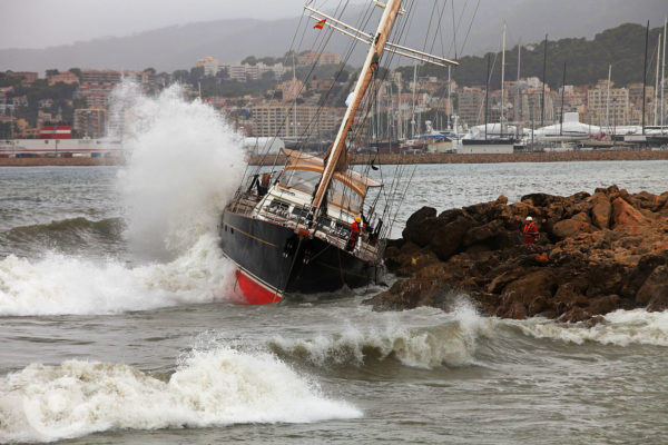 Storm damages SY Sila Sibiri in Palma