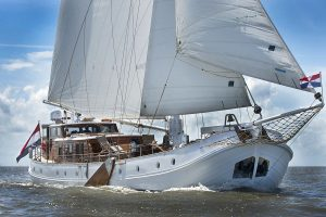 Latest news in the brokerage fleet: Cynthia, vintage Feadship listed